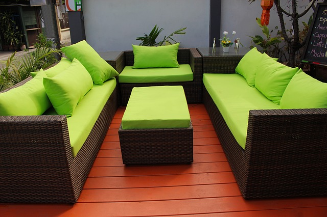 venkovní sezení, ratan, zelené polštáře