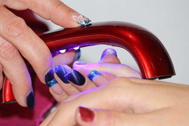 O vaše nehty se nejlépe postará kosmetička featured image