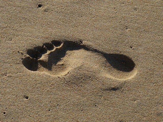 Lidé ztrácí přirozenou schopnost chůze naboso featured image