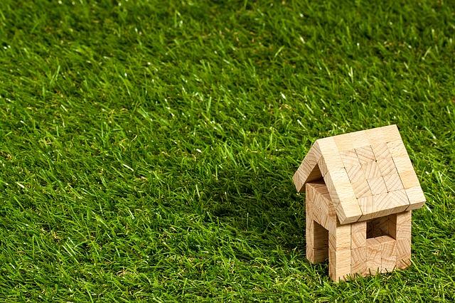 domek z dřevěných kostek